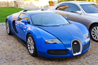 Bugatti Veyron parked in front of Al Qasr Resort